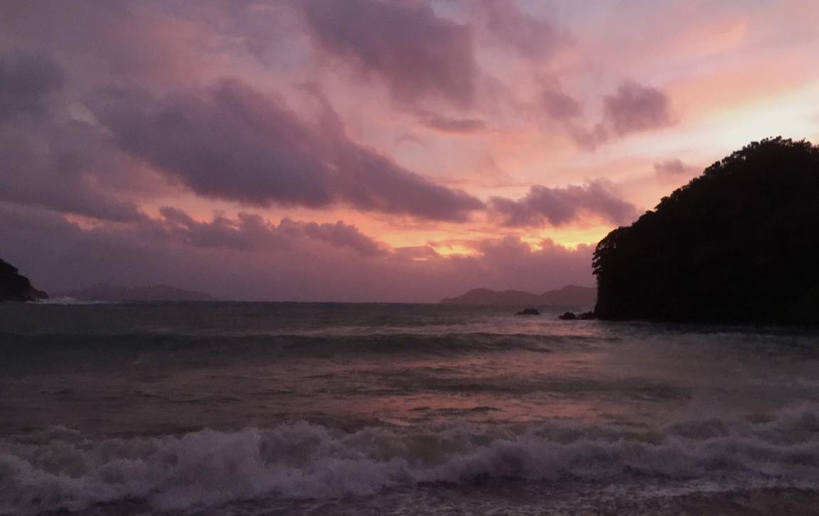 台風が近いときの海は。