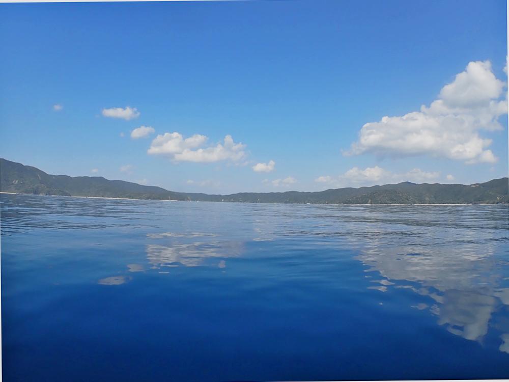 加計呂麻島水鏡の世界。シーカヤックでぷかり浮かんでみる。
